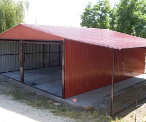 Garaż blaszany 6×5 dach dwuspadowy z wiatą 2×5